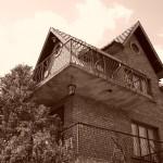 Сестра ми каза, че тази къща прилича като обитавана от духове. Естествено, че е. I love Sepia!