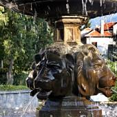 А това е един солиден лъвски фонтан точно до храма, до който видят всички пътища.