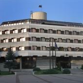 Община Дупница, солидна и здрава, личи по кое време е строена.