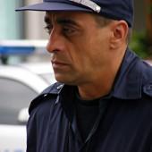 Но не всички полицаи си говориха весели истории от работата. Някои просто си я вършиха мълчаливо