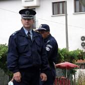 30 полицаи общо се грижиха за реда на протеста. Местните се шегуваха, че за всеки протестиращ отговаря по един полицаи