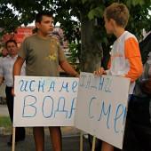 Децата също са жадни и се организират с табели за началото на протеста