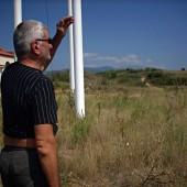 Нашият екскурзовод и охранител на фермата и църквата, които тайно ни отвори новия Божи дом.