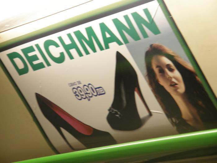Не е кой знае какво, но поне знам какво се рекламира. Има си даже и цена, с в дясно виждам, че е и за жени. Не ахвам, но ако искам да купя дамски обувки за 39,90 лв, ето един избор