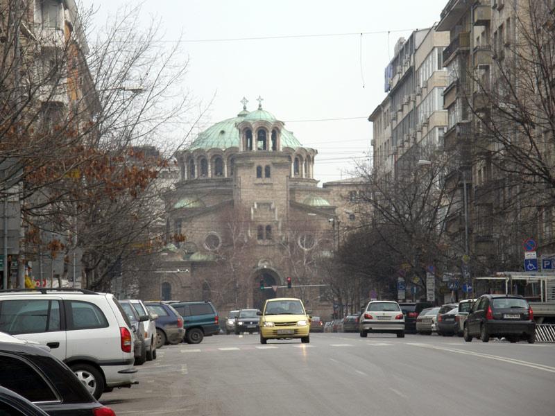 Тук свършва бул. Александър Стамболийски, или започва. Зависи дали вървите по посока на течението или се движите срещу него
